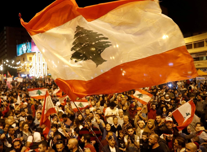 محتجو لبنان يحذرون السلطة من المماطلة والمراوغة