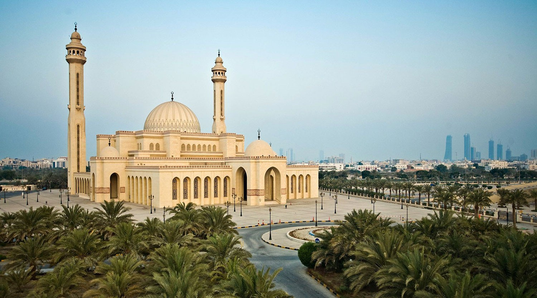 جامع أحمد الفاتح الكبير منارة إشعاع إسلامي في قلب المنامة