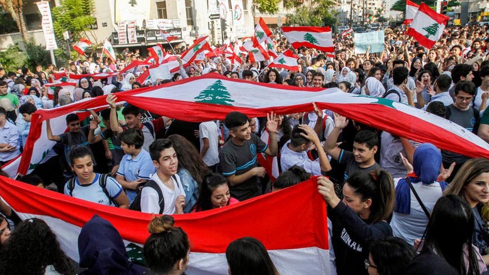 صرخات الطلبة تخنق حكومة لبنان.. وأنباء عن ساعات حاسمة