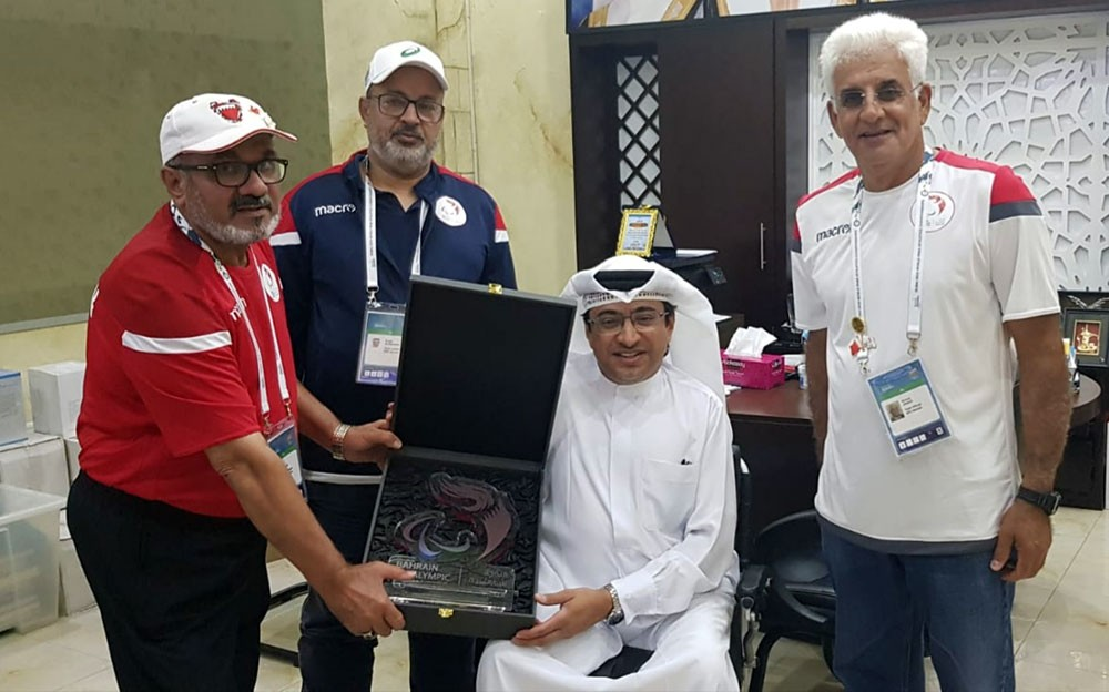 رئيس اللجنة البارالمبية الآسيوية يستقبل وفد منتخبنا الوطني لذوي العزيمة