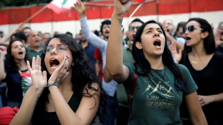 إضراب عام في لبنان وترقب لمواقف الرئيس ليلاً
