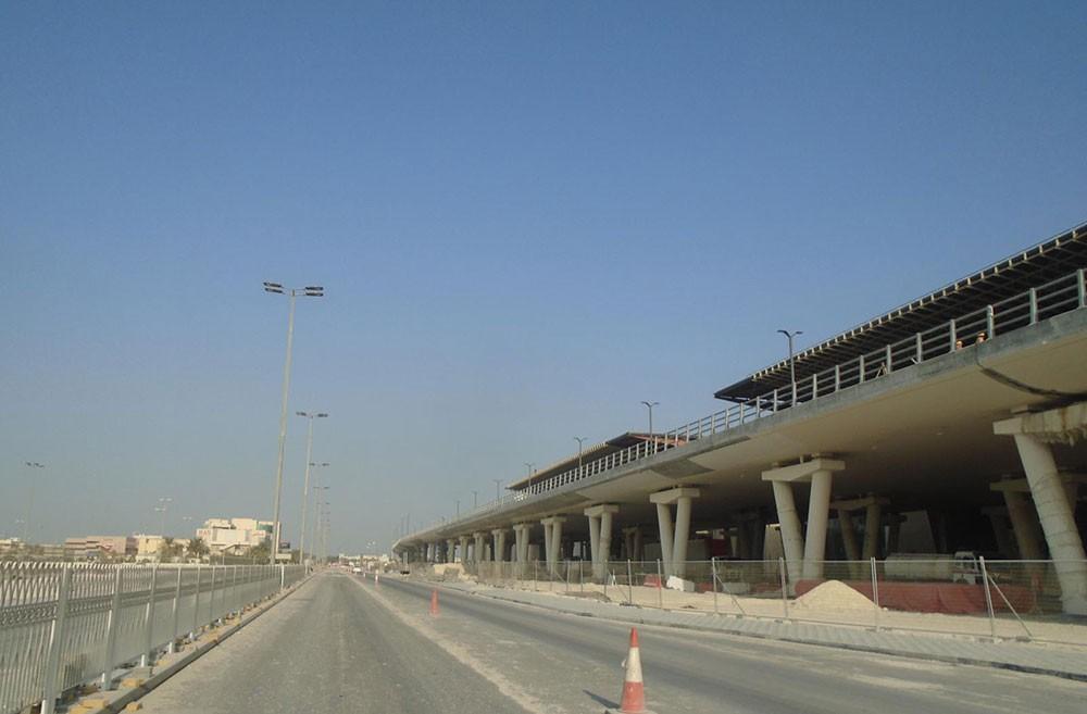 الأشغال: مشروع تطوير الطرق المؤدية إلى مطار البحرين الدولي في مراحله الأخيرة
