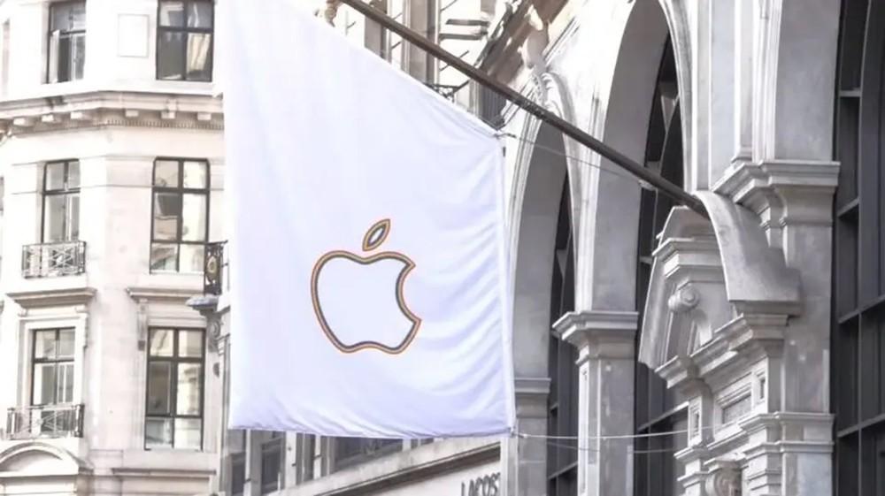 """بلومبرغ: """"آبل"""" باعت 10 ملايين هاتف """"آيفون"""" في سبتمبر وأكتوبر"""
