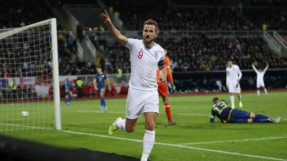 """في المباراة رقم """"1000"""".. إنجلترا تهزم كوسوفو برباعية"""