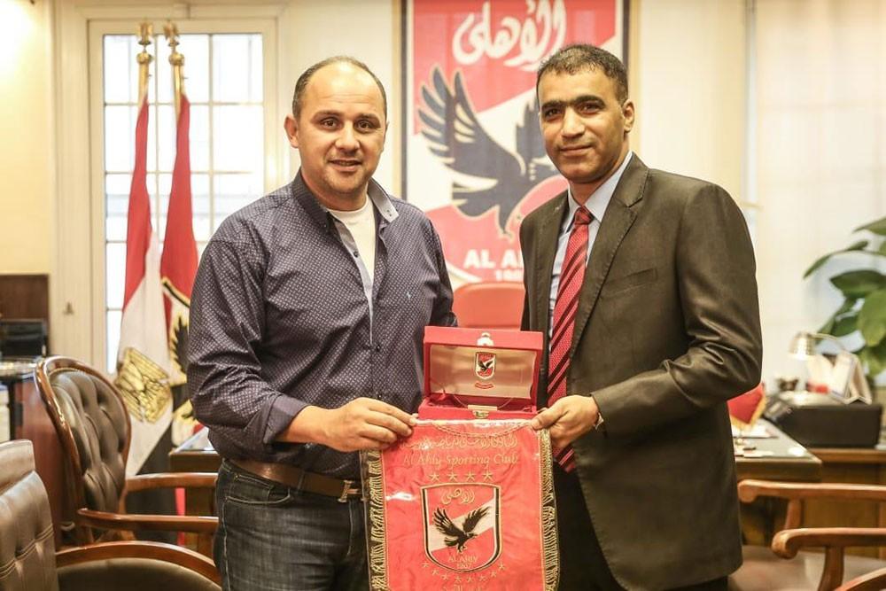 رئيس نادي الاتحاد يزور النادي الأهلي المصري