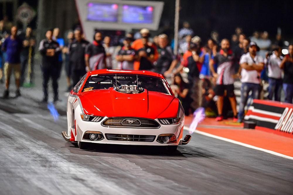 """113 سيارة ودراجة نارية في افتتاحية بطولة السرعة """"الدراغ"""" بحلبة البحرين الدولية"""