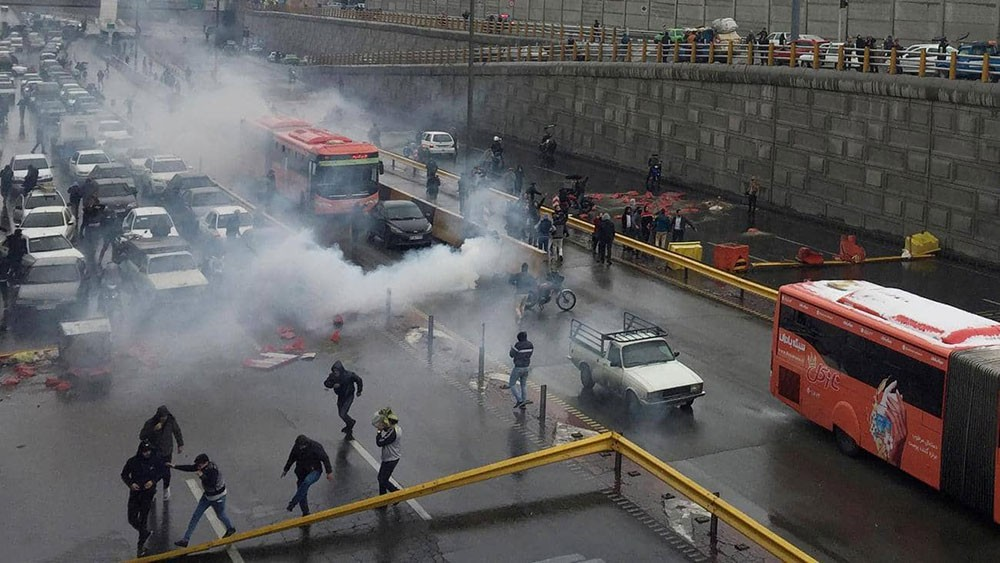 """تظاهرات إيران.. نظام واهم و""""أعداء بالملايين"""""""