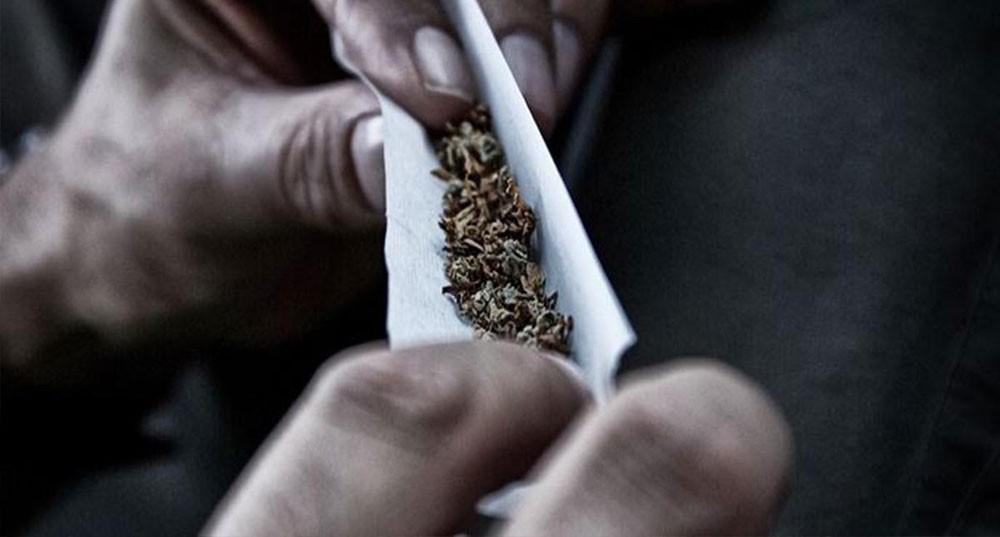 إعفاء شاب يبيع المخدرات بالعمولة لإرشاده عن مصدر الحشيش