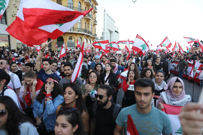 ولادة حكومة لبنان قد تتأخر.. عون متفائل والحراك رافض