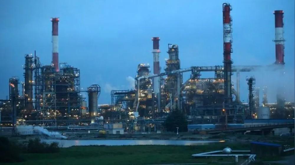 النفط يقفز 3% بدعم هبوط مخزونات أميركا وتخفيضات محتملة لأوبك