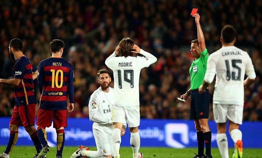 """طاقم تحكيم """"كارثي"""" لريال مدريد في الكلاسيكو المرتقب"""