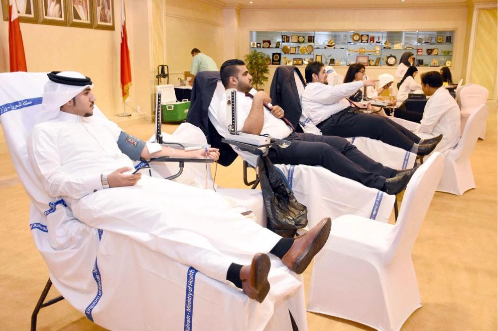"""موظفو """"الغرفة"""" ينظمون حملة تبرع بالدم"""