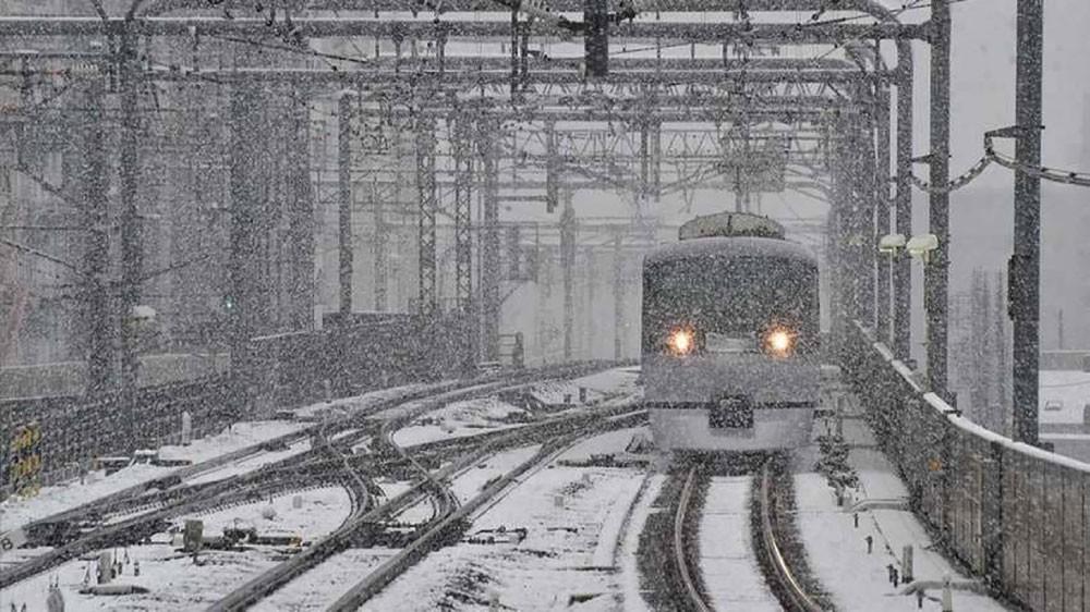 الثلوج تحاصر 430 شخصا داخل قطار باليابان