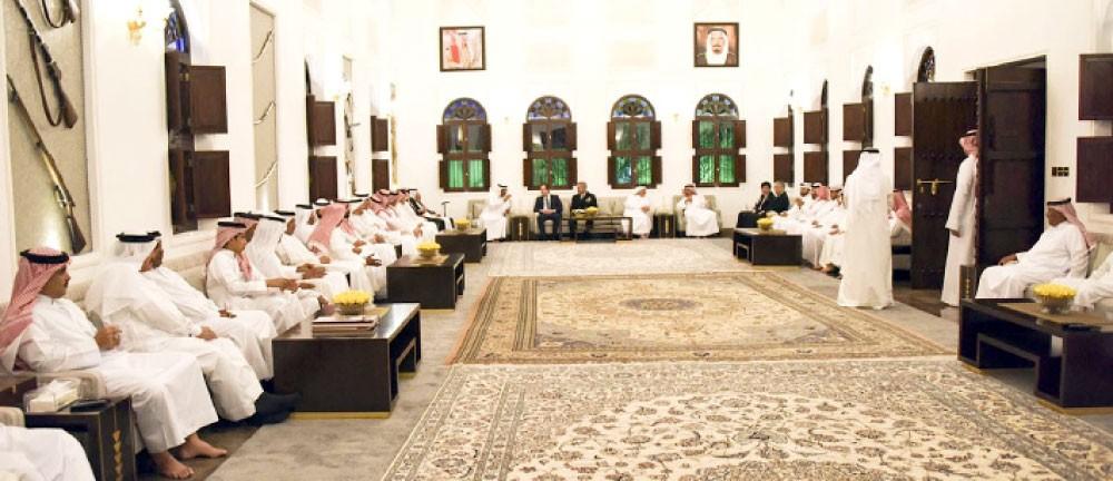 القائد العام يستقبل المهنئين بشهر رمضان