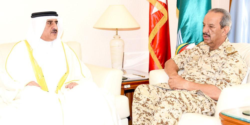 القائد العام يستعرض التعاون مع جهاز الأمن الوطني