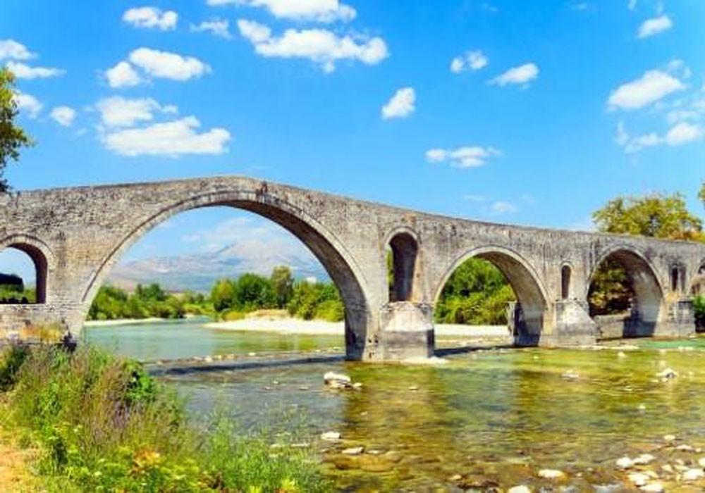 سرقة جسر تاريخي وسط تركيا