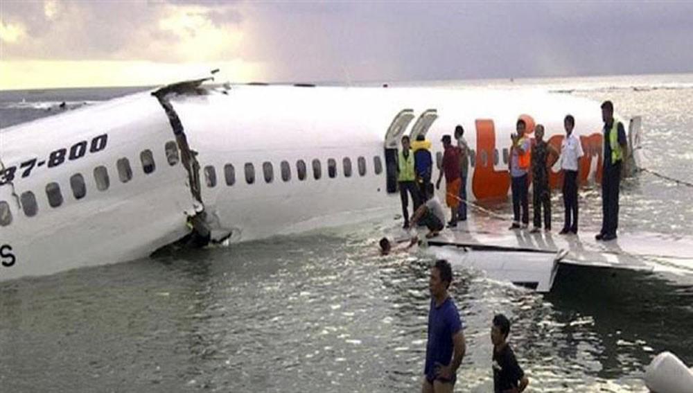 انتشال صندوق  أسود للطائرة الإندونيسية