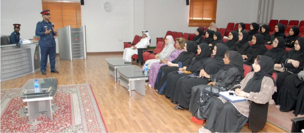 """""""تجنب"""" في معهد البحرين"""