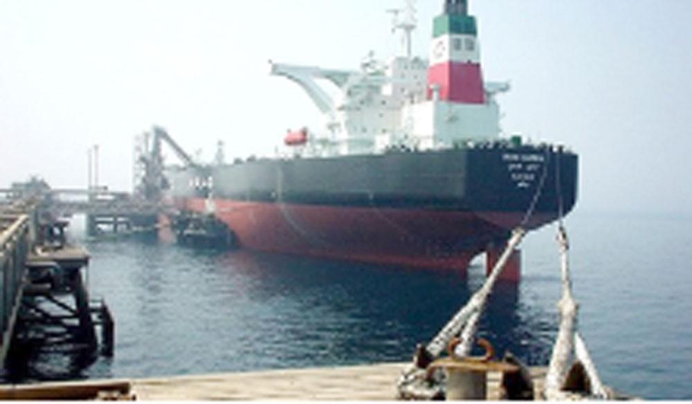 مسؤول إيراني: سنحمي ناقلاتنا النفطية