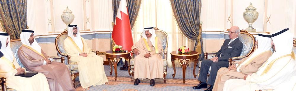 سمو رئيس الوزراء يتسلم دعوة لحفل السفارة الإماراتية بالعيد الوطني