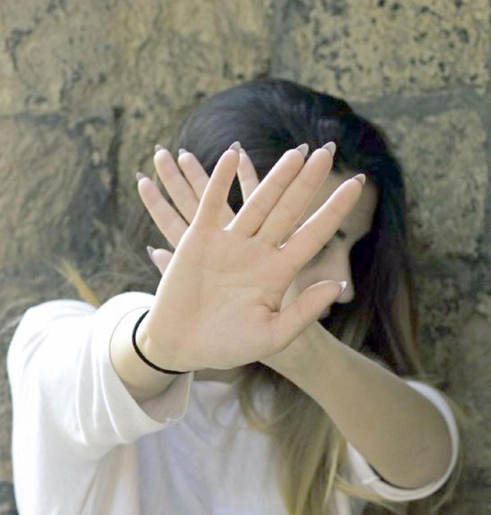 إجبار خادمات على الدعارة