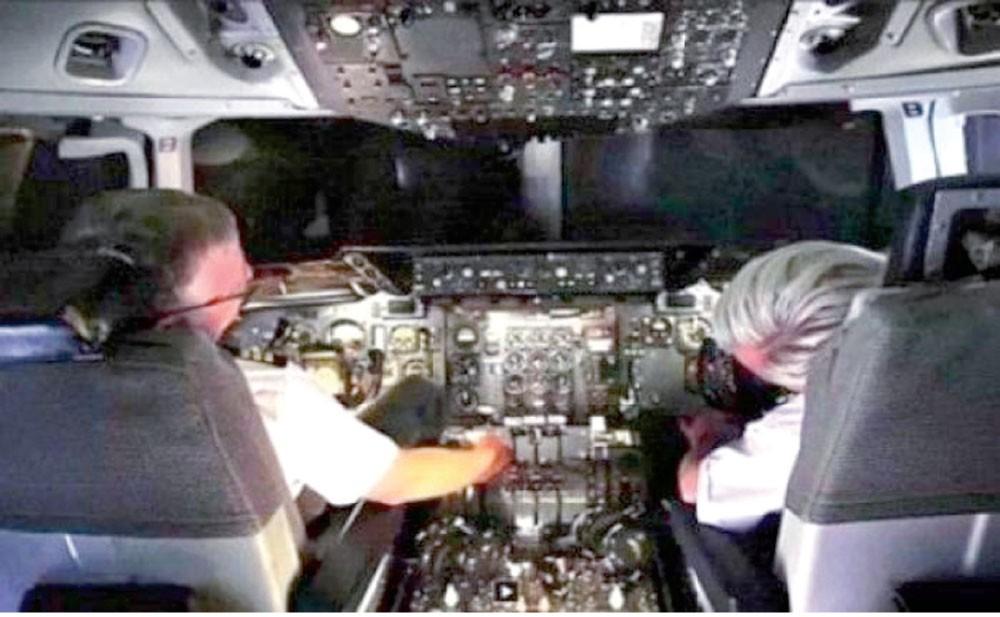 النوم يغلب طيارًا كاد يتسبب بكارثة