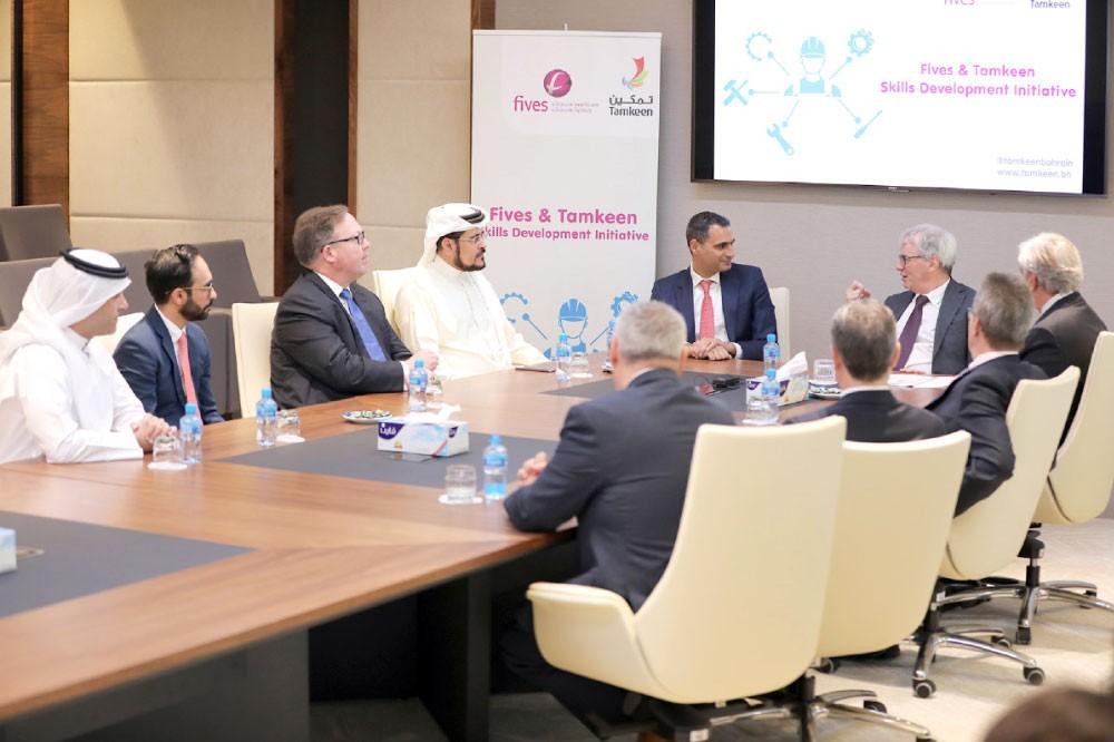 تطوير  مهارات  البحرينيين  بالقطاع الصناعي