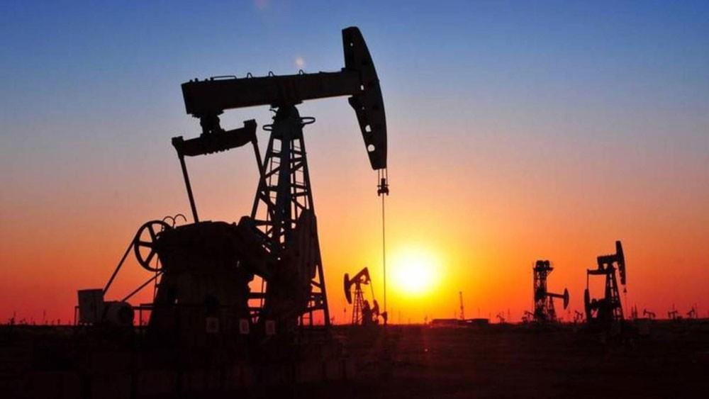 11 % خسائر النفط بأسبوع مع وفرة المعروض