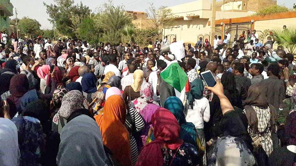 """السودان.. مبادرة لـ """"حكومة انتقالية"""""""