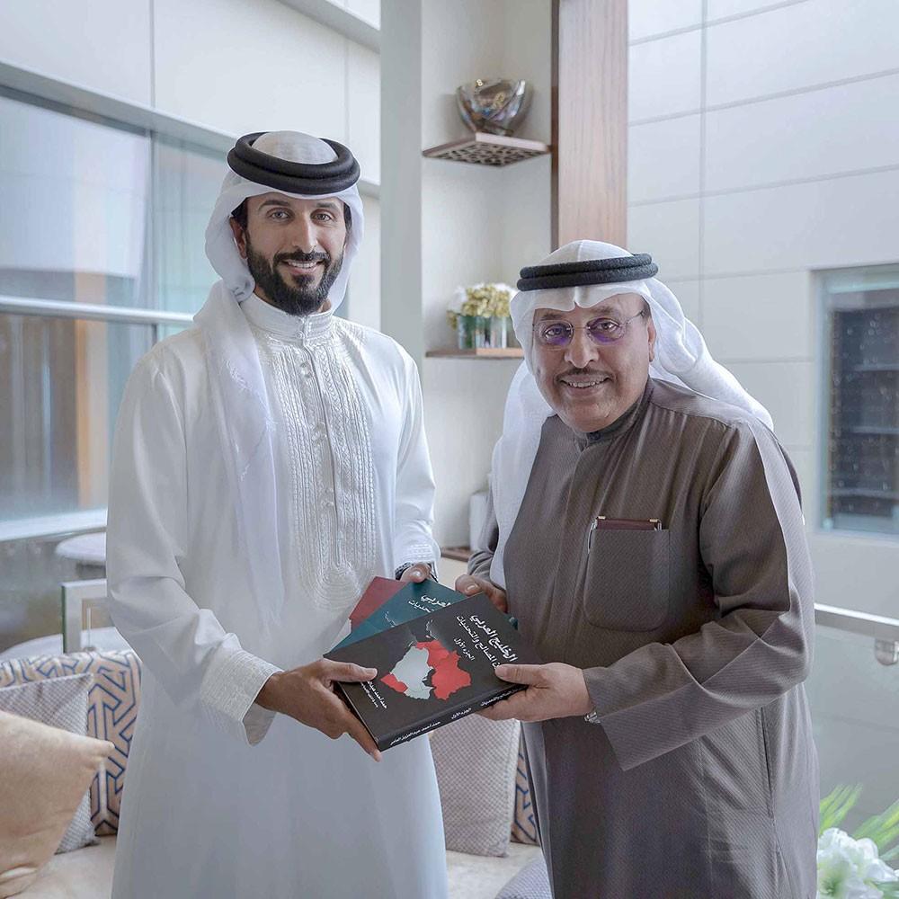 ناصر بن حمد يشيد بالعلاقات مع السعودية