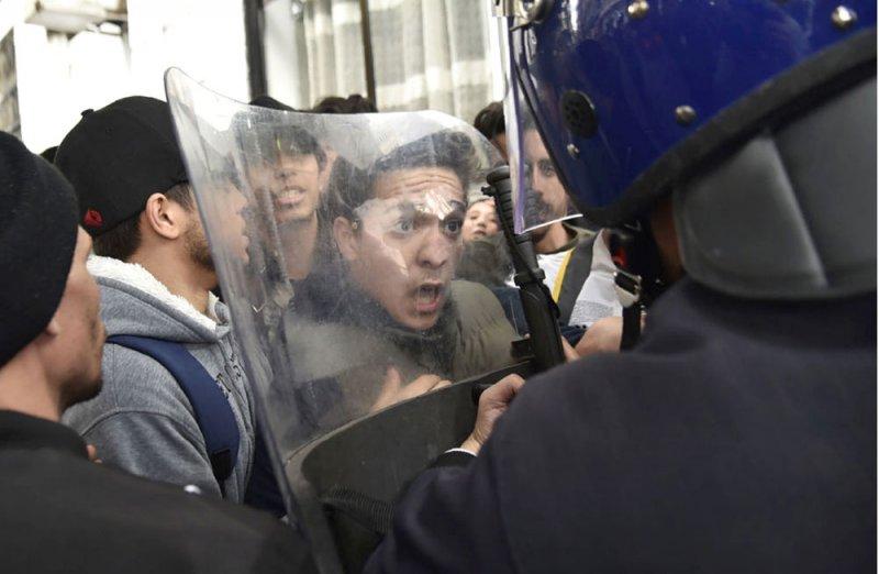 """بوتفليقة """"الغائب"""" يودع أوراق ترشحه"""
