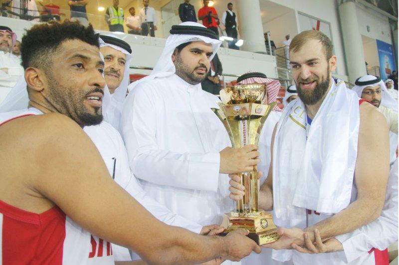 الشارقة يحتفظ بلقب البطولة الخليجية لكرة السلة... والمنامة يكتفي بالوصافة