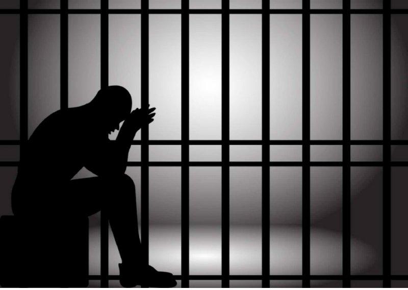 مواطنة خمسينية تناشد الإفراج عن ابنها