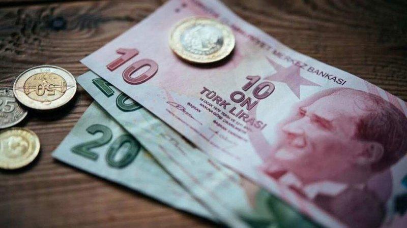 بنوك حكومية تركية تبيع دولارات والليرة ترتفع
