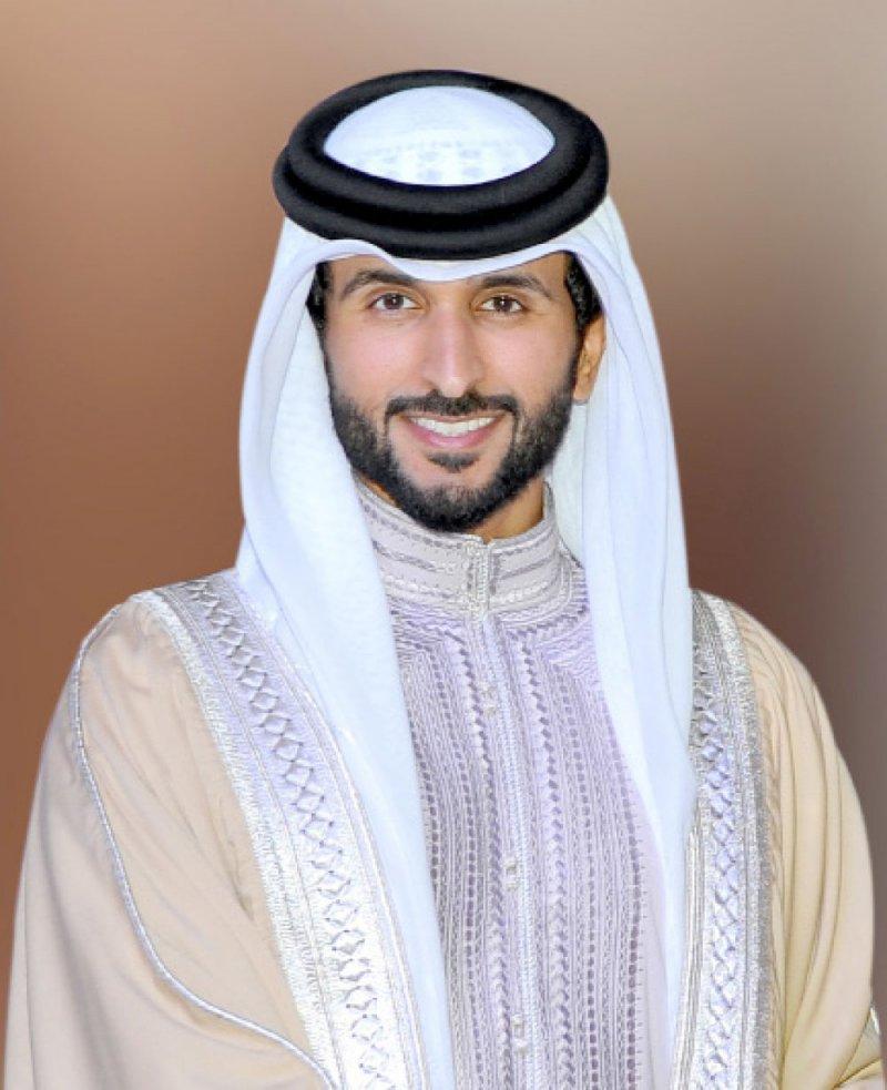 ناصر بن حمد: البحرين تزخر بنماذج قدوة للشباب