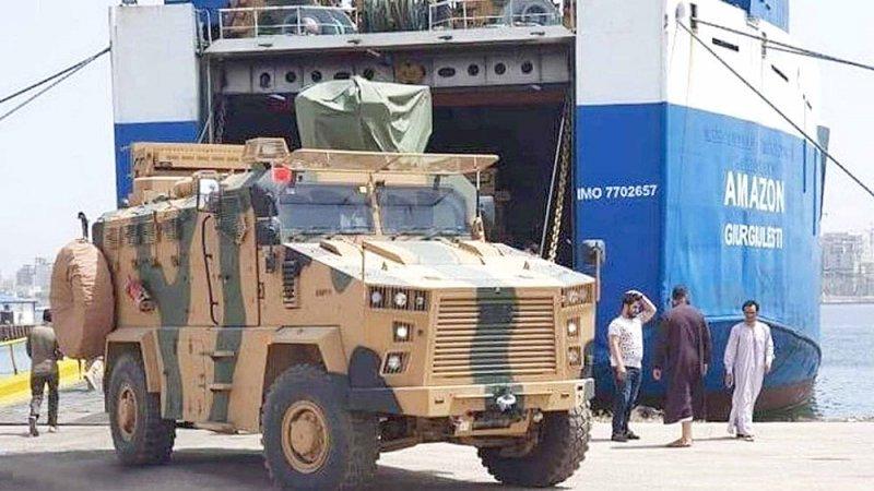 أسلحة وآليات تصل ميناء طرابلس