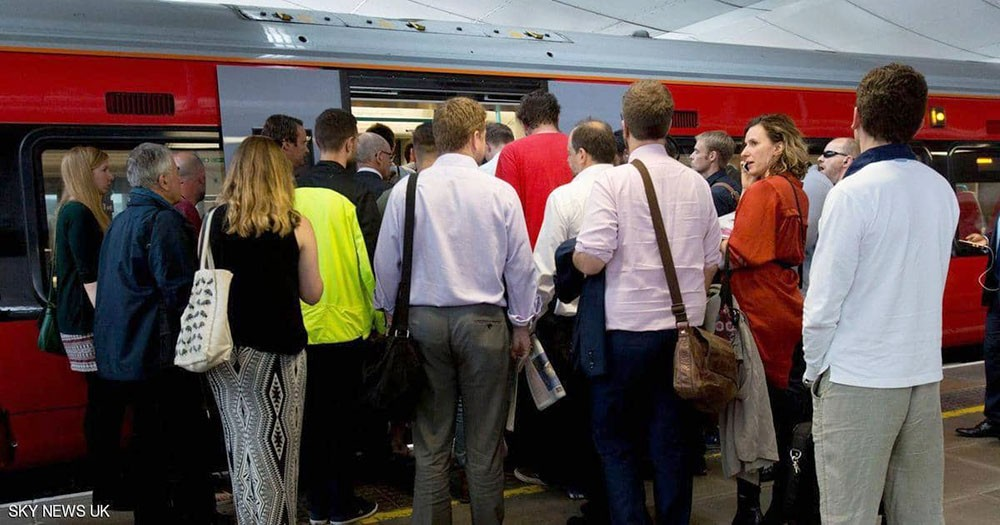 """""""شعر مستعار"""" يؤخر قطارا قرب لندن"""