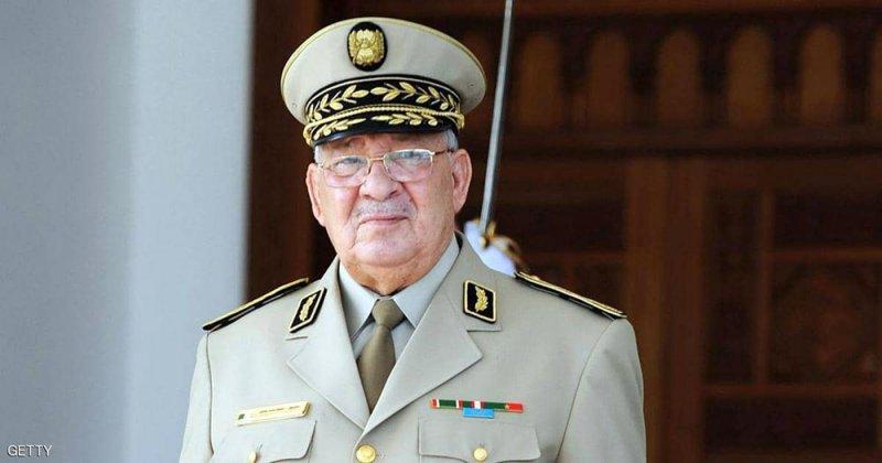 قائد الجيش الجزائري يدعو لتسريع إجراء الانتخابات
