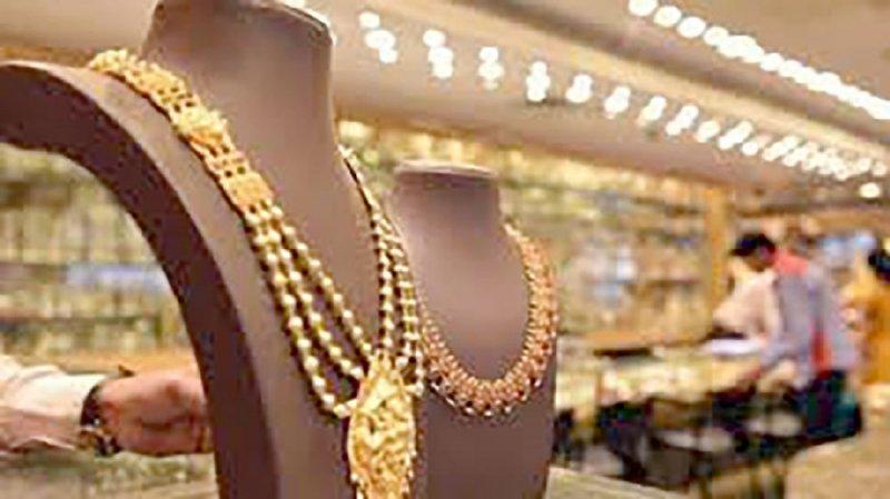 الحرب التجارية ترفع الذهب 100 دولار في أغسطس
