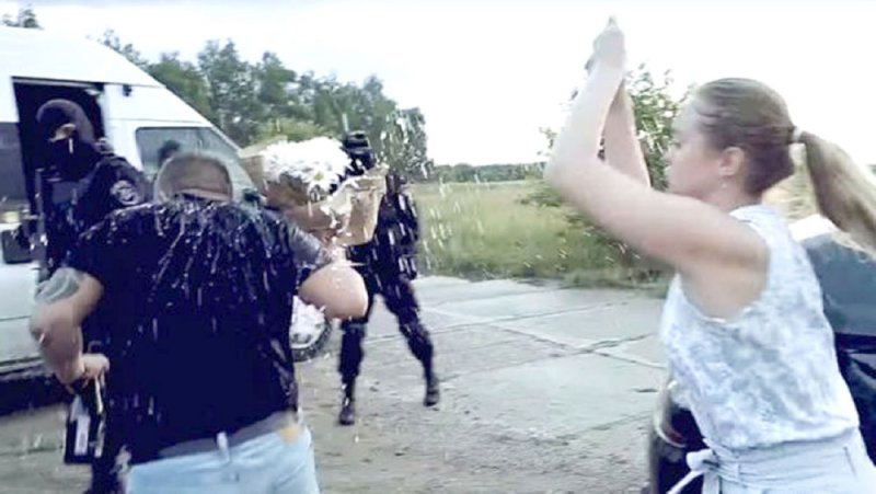 """عروض الزواج """"تحت تهديد السلاح"""" في روسيا"""