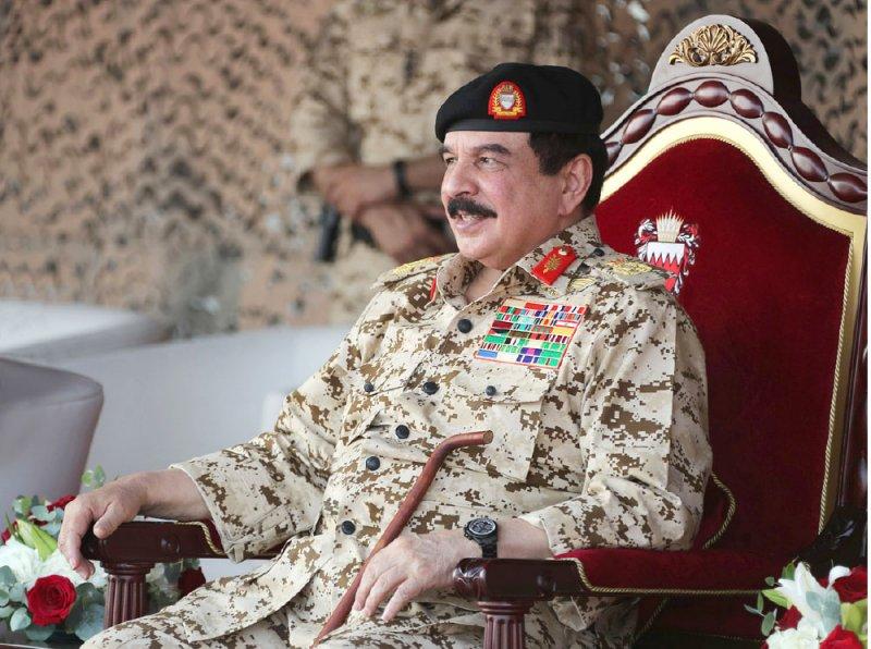 جلالة الملك: تمارين ودورات تخصصية لرفع المستوى الاحترافي للرجال البواسل