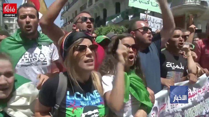 محتجو الجزائر يتظاهرون ضد النخبة الحاكمة